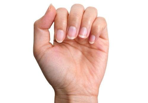 Lutter contre les ongles jaunes