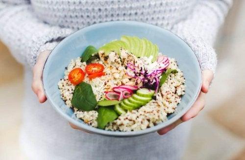 3 salades au quinoa que vous allez adorer