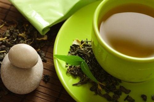 Le thé vert aide-t-il à perdre du poids ? Découvrez-le ici !