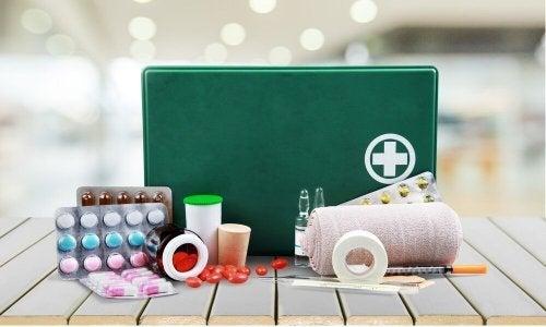 Découvrez l'importance d'avoir une trousse à pharmacie à la maison