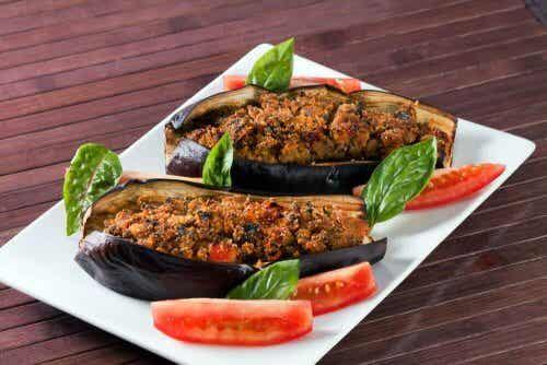 Aubergines farcies aux légumes et à la vinaigrette