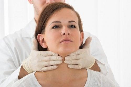 contrôle médical de la thyroïde, liée à la glande pituitaire