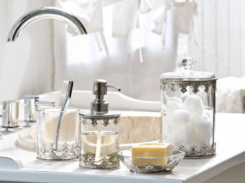 ranger sa salle de bains avec des bocaux