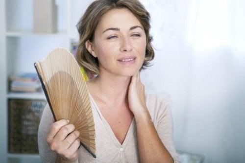femme vivant une ménopause précoce