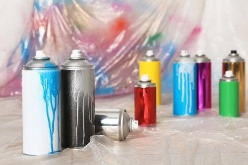 Peintures aérosol : 7 idées pour relooker son intérieur