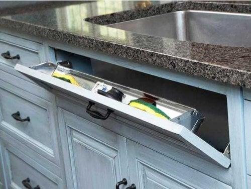 de nombreux rangements dans la cuisine