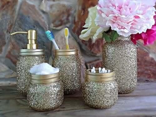 bocaux décoratifs pour la salle de bains