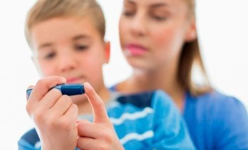 Chez les enfants, le diabète peut causer le syndrome néphrotique