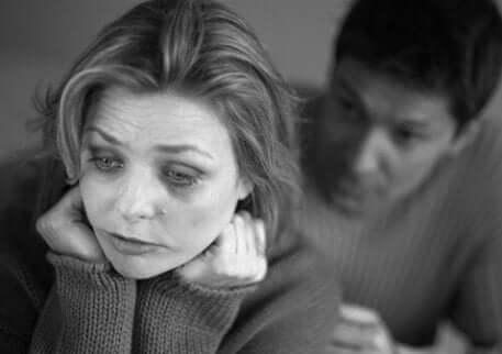 femme triste à cause de l'anaorgasmie