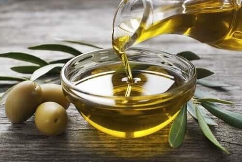 Bol d'huile d'olive.