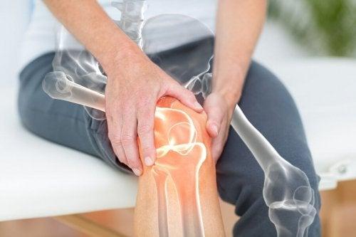 L'ostéo-arthrite du genou provoque des douleurs