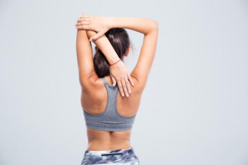 Les exercices d'étirement sont parfaits pour corriger le syndrome de déséquilibre dorsal
