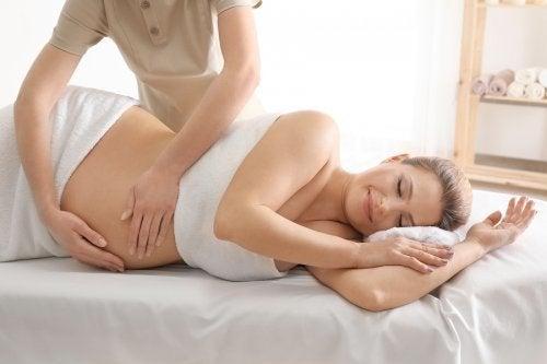 Les massages peuvent soulager les contractions