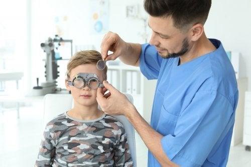 Comment détecter les problèmes de vision chez les enfants
