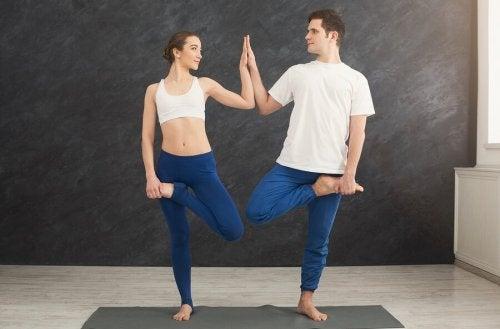 Faire du yoga en couple