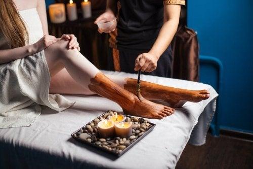 Un soin à base d'argile pour adoucir les pieds