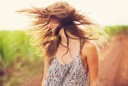 L'argile et l'huile de coco pour revitaliser les cheveux