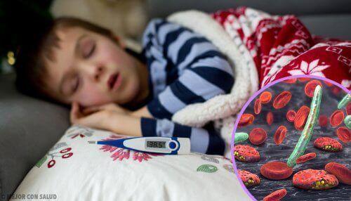 Un enfant malade et fiévreux atteint de rhinopharyngite
