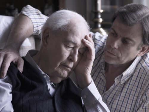 Un vieil homme fatigué et son fils