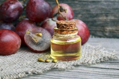 Apprenez à préparer une crème de nuit antirides à base d'huile de pépins de raisin