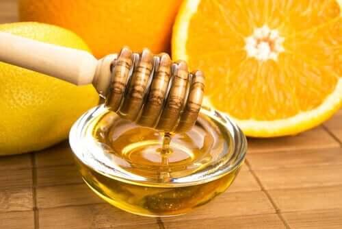 Le sirop au miel et à l'orange fait partie des remèdes au miel efficaces pour traiter la grippe