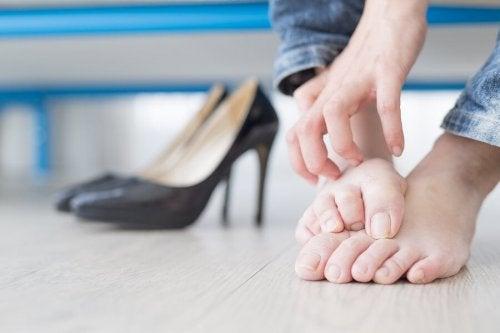 Des douleurs peuvent être provoquées par un ongle incarné