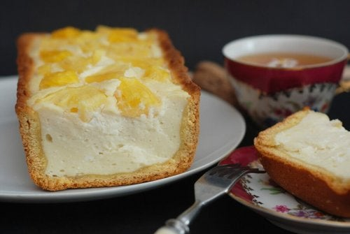 Une part de cheesecake à l'ananas
