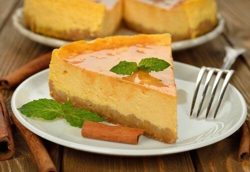 နာနတ်သီးနဲ့အရသာ cheesecake ပြင်ဆင်ထားရန်လေ့လာပါ