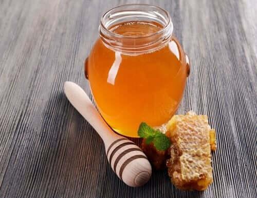La consommation de miel peut entraîner le botulisme infantile chez les bébés de moins d'un an