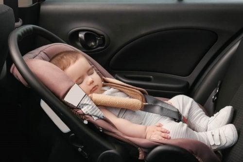 Il est préférable de ne pas laisser trop longtemps dans un siège auto un bébé présentant une plagiocéphalie