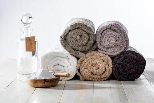 Comment nettoyer les serviettes avec du bicarbonate de soude
