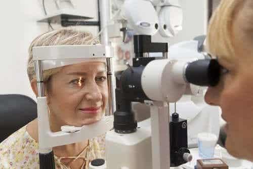 Hypertension oculaire : causes et traitement