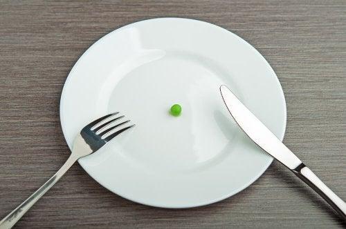 Un petit pois sur une assiette