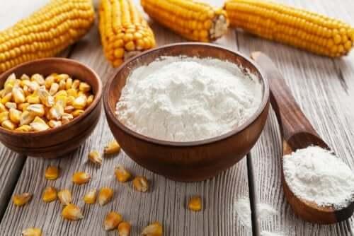 L'amidon de maïs pour dégraisser les fenêtres de la cuisine