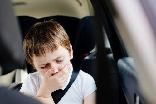 Malades en voiture ? Découvrez pourquoi cela arrive !