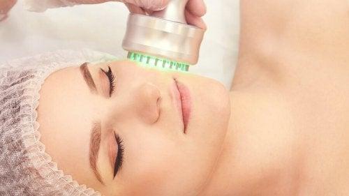 Une technique dermatologique de rajeunissement de la peau