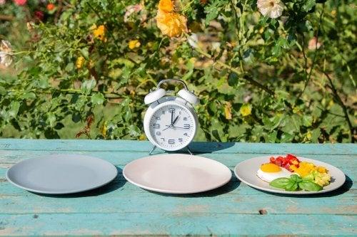 5 repas par jour et le jeûne intermittent, des mesures saines