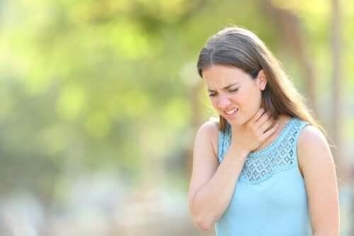 Mucus dans la gorge : que peut-on faire ?