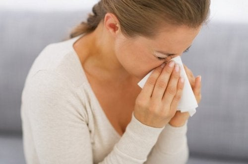 Une femme ayant une allergie