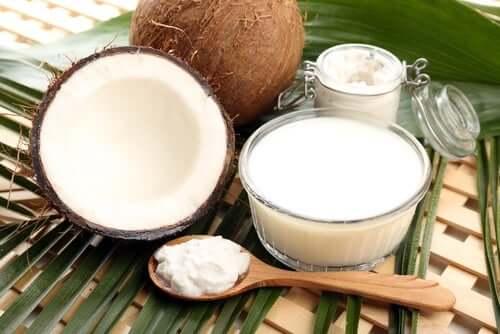 Du lait de coco pour faire du poulet mariné