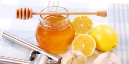 Un remède naturel au miel et au citron