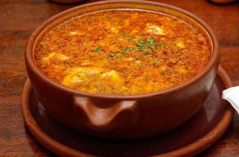 Une soupe à l'ail castillane