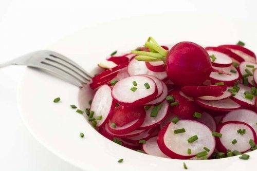On peut faire le plein de vitamine C en consommant une salade de radis