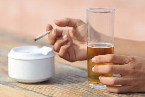 Ne pas fumer ni boire 4 heures avant le coucher pour bien dormir