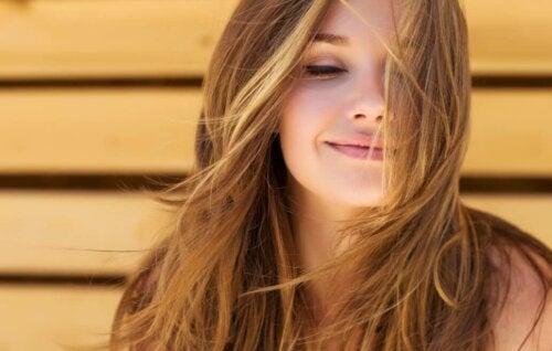La biotine aide à avoir des cheveux sains