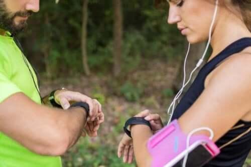 Deux personnes qui vont courir selon les conseils d'un psychologue du sport