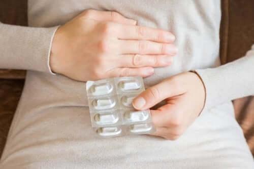 Antibiotiques : est-il nécessaire de prendre un protecteur d'estomac ?