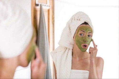 Des masques pour les peaux grasses