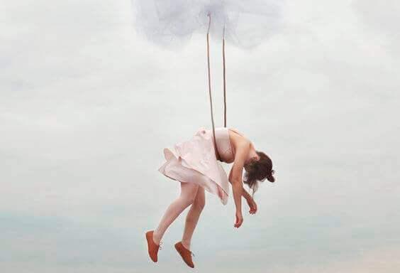 Une suspension représentant la sensation de vertige