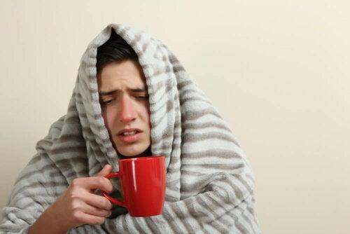 Un jeune homme qui souffre de la fièvre Q